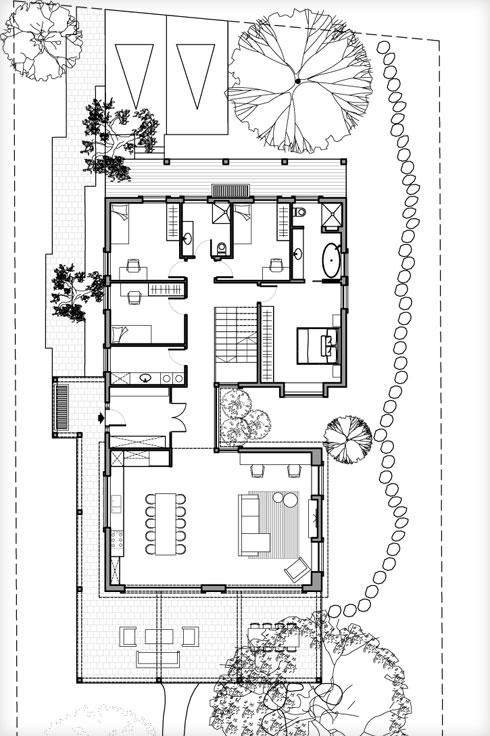 תוכנית הבית. דלת הכניסה נמצאת משמאל, במרכז, והגינה האחורית נפרשת עוד על שטח גדול (תוכנית: עינב גלילי)