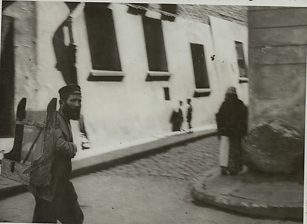 """Warsaw, 1933, """"the Jewish Street"""" (Photo: National Library)"""