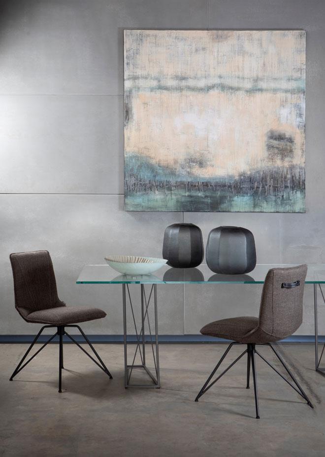 שולחן עם משטח זכוכית (IDdesign). סטיילינג: אורית עציון. צילום: שירן כרמל