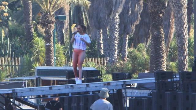 Jennifer Lopez rehearsing in Yarkon Park, Tel Aviv (Photo: Motti Leviton)