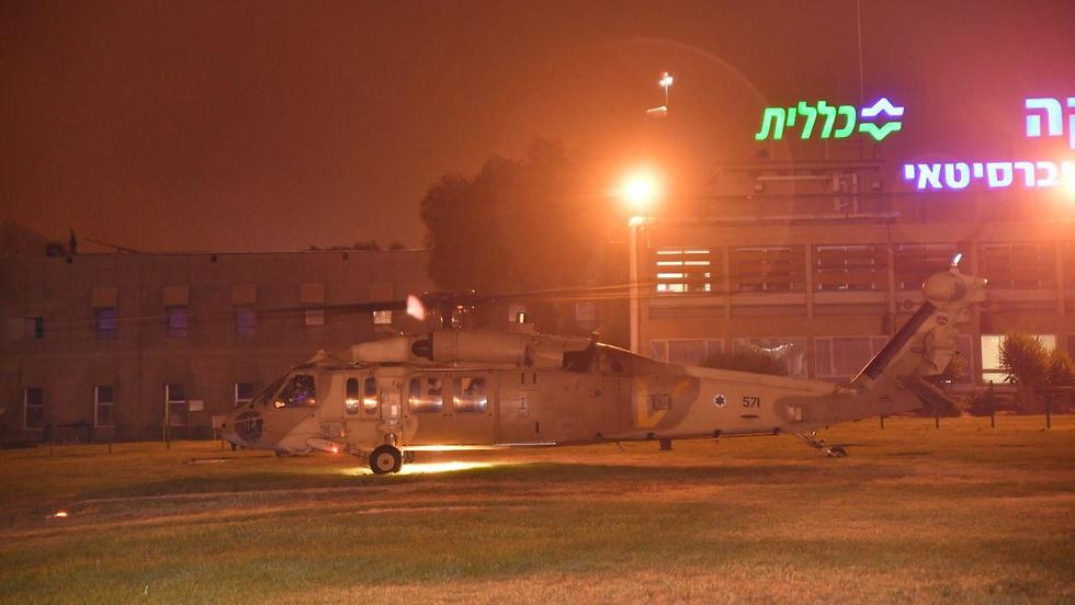 Helicopter carrying the wounded troops lands in Be'er Sheva (Photo: Haim Horenstein)
