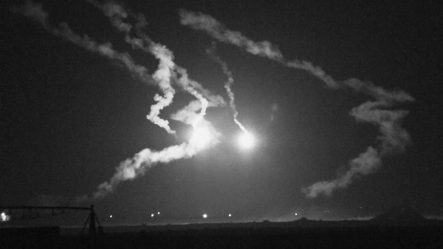IDF flares light up the sky during the pre-dawn infiltration from Gaza (Photo: Roee Idan)