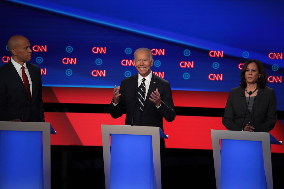 ג'ו ביידן ו קמאלה האריס קורי בוקר עימות פריימריז של המפלגה הדמוקרטית ארה