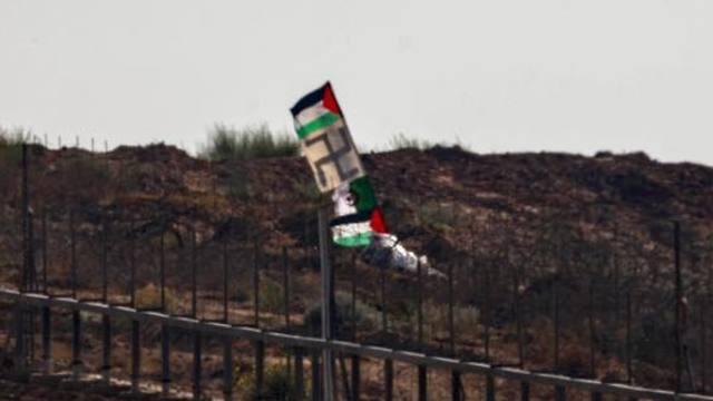 דגל צלב קרס הונף במהלך מהומה של חמאס בעזה (צילום: דובר צה