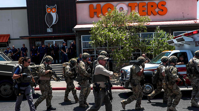 Security forces near the El Paso shooting scene (Photo: AFP)
