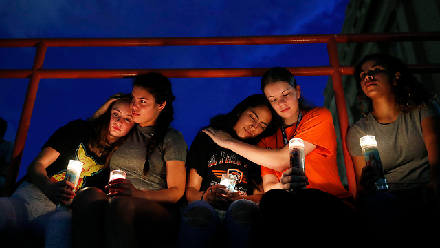 A candle-lit vigil in El Paso after the shooting (Photo: AP)