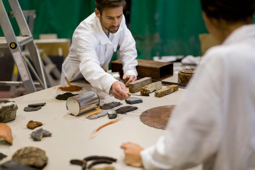"""""""בין אם במטבח הפרטי או בתערוכת עיצוב – אבני הקוורץ הופכות מיצג עיצובי מרהיב ומרתק"""". מור קרישר"""