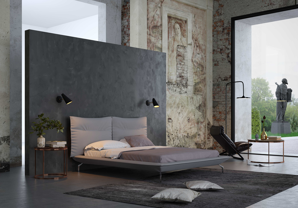 המיטה הזו (''ניקולטי'') מציגה שילוב של שני טרנדים בולטים בחדר השינה: עיצוב אוורירי ונקי על רגליים דקות, וגב גבוה ומרופד