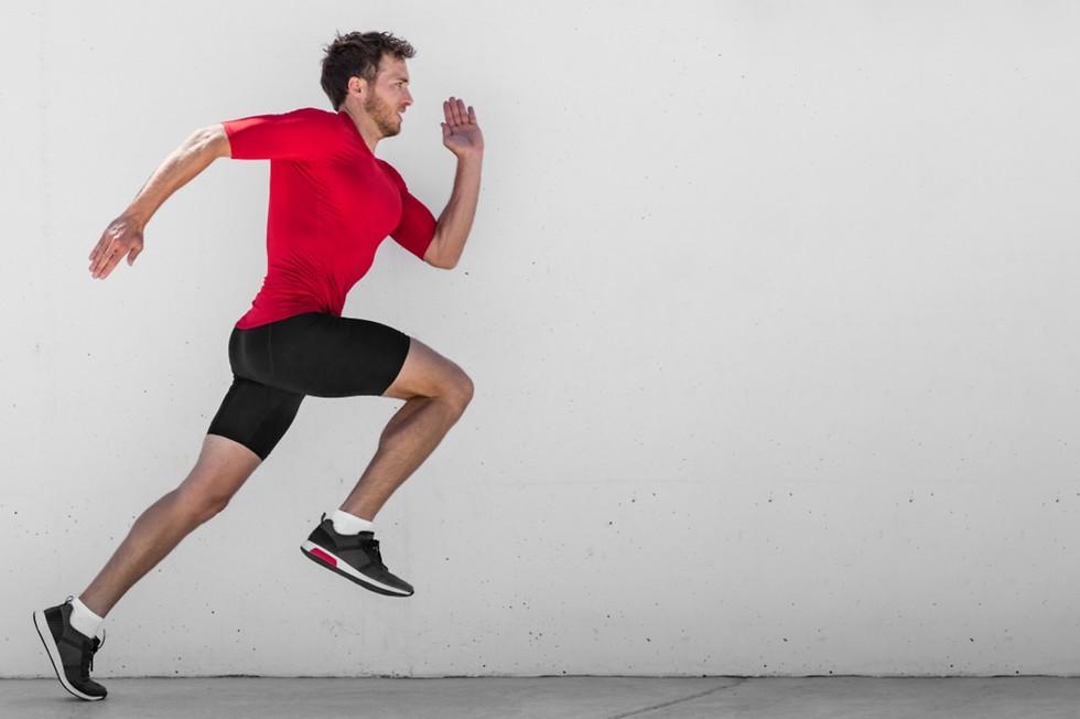 גבר רץ בספרינט ()
