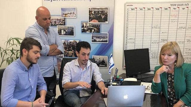 Hebrew learning app company founders Francisco Marinaro and Adam Cohen with WZO team