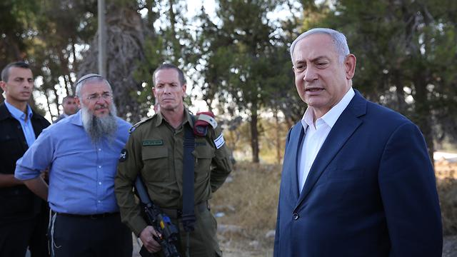 Netanyahu visited the scene of the attack  (Photo: Alex Kolomoisky)