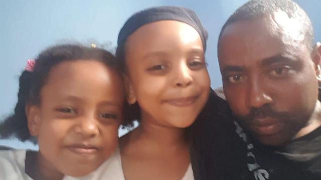 האבא מטוקו ושתי בנותיו ליה ונטלי ()