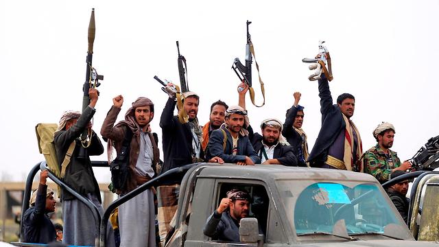 תימן צנעא מורדים חות'ים חמושים חותים (צילום: AFP)