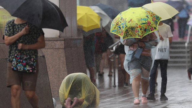 סופה טייפון לקימה סין (צילום: EPA)