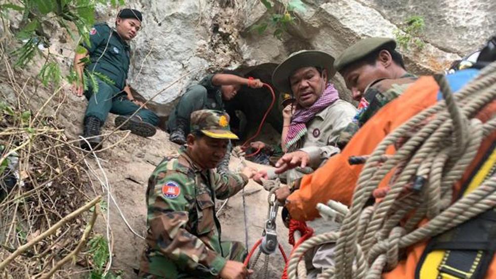 קמבודיה גבר נתקע ב מערה ארבעה ימים ()