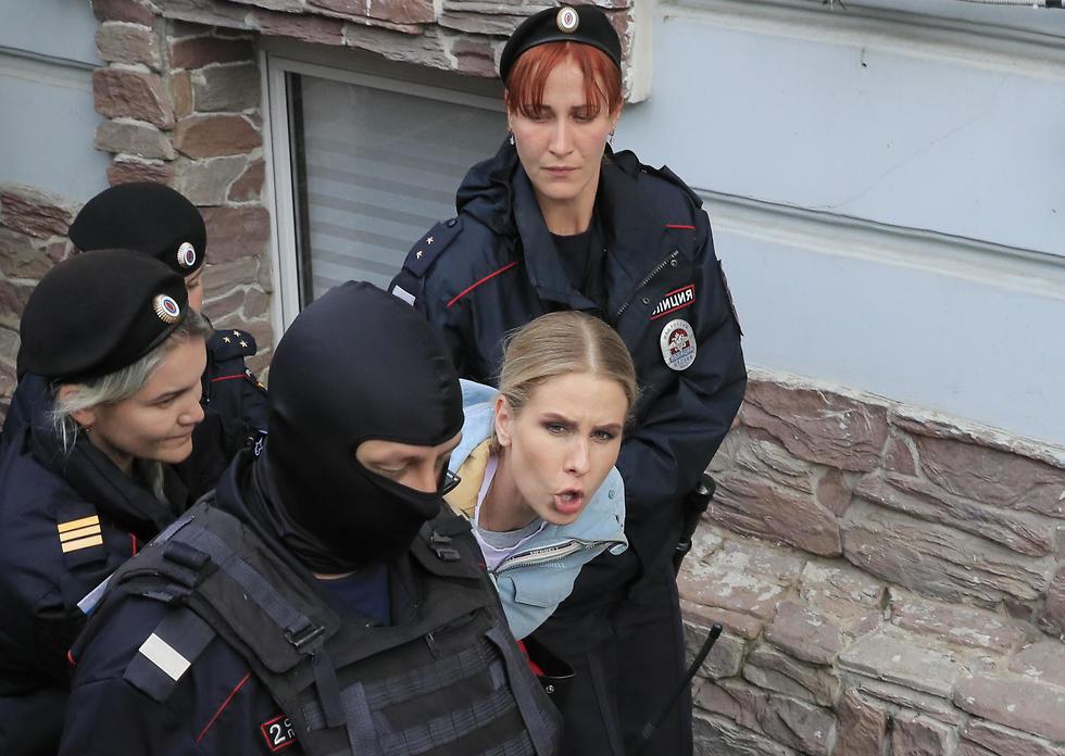 ליובוב סובול פעילת אופוזיציה נעצרה ב רוסיה לקראת הפגנה ב מוסקבה (צילום: רויטרס)