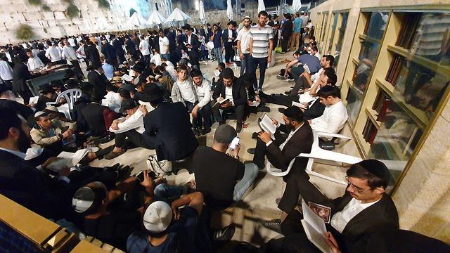ט' באב ב ירושלים תשע באב  (צילום: אלי מנדלבאום)