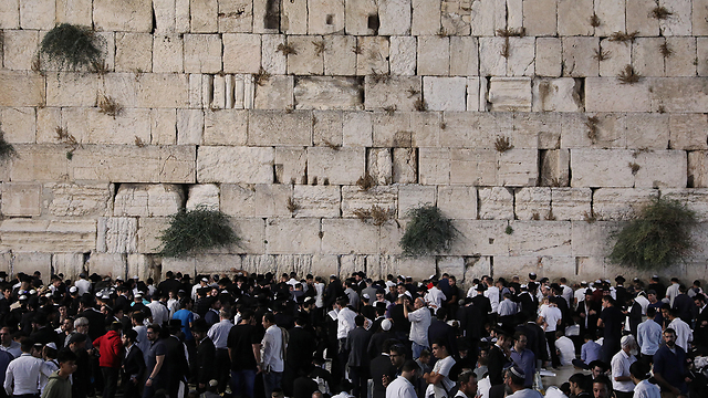 Jewish worshipers at the Western Wall in Jerusalem - one of Judaism's holiest sites (Photo: EPA)