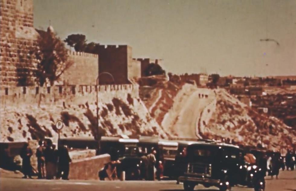 Outside Jaffa Gate (Photo: Jerusalem Cinematheque archive)