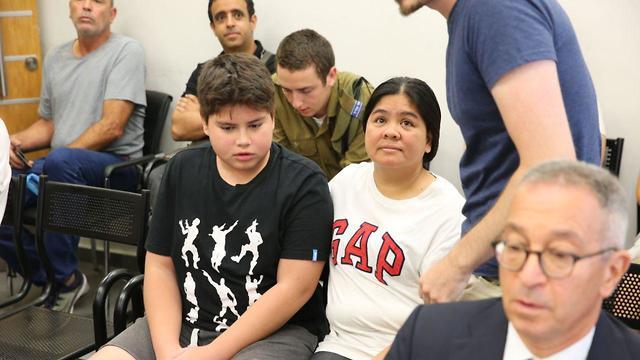 דיון בבית הדין לעררים בתל אביב על גירוש אם ובנה לפיליפינים (צילום: מוטי קמחי)