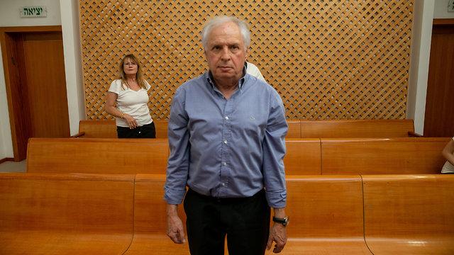 שאול אלוביץ' בבית המשפט (צילום: אוהד צויגנברג)