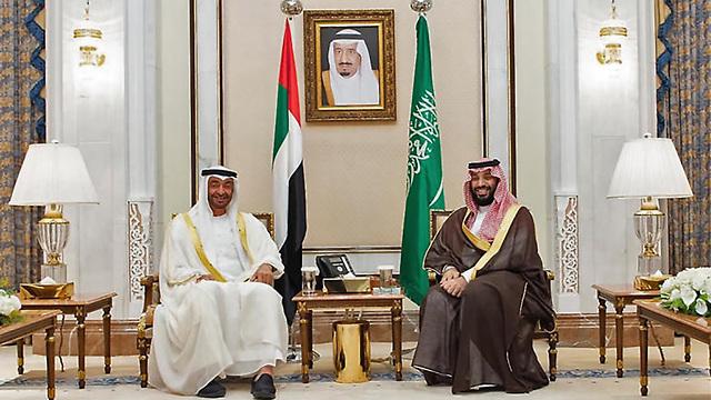 מוחמד בן זאיד אאל נהיאן יורש העצר של אבו דאבי נפגש עם מלך סעודיה ב מכה המלך סלמאן (צילום: AFP)