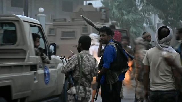 תימן כוחות הבדלנים בדרום המדינה השתלטו על העיר עדן  (צילום: AP)