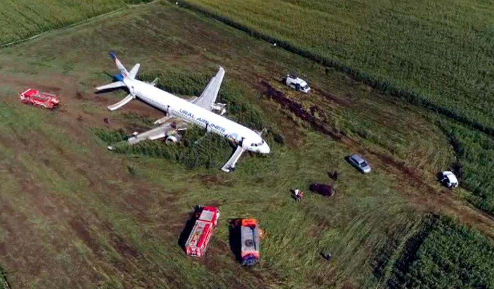 מטוס איירבוס A321 אורל איירליינס נחיתת חירום ליד מוסקבה רוסיה (צילום: AP)