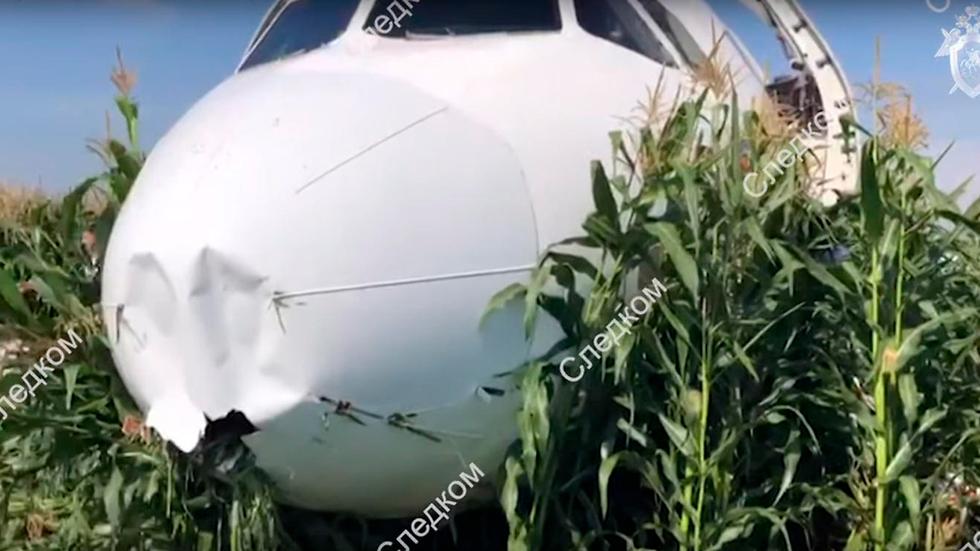 מטוס איירבוס A321 אורל איירליינס נחיתת חירום ליד מוסקבה רוסיה (צילום: EPA)