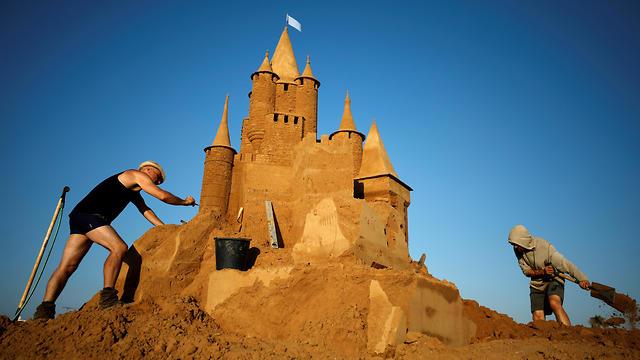 Ashkelon International Sand Sculpture Festival (Photo: Reuters)