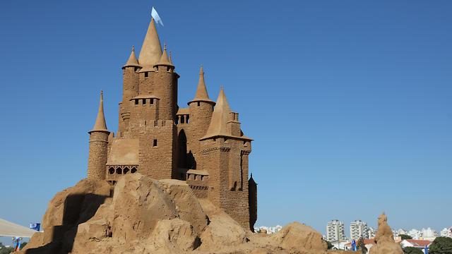 Ashkelon International Sand Sculpture Festival (Photo: EPA)