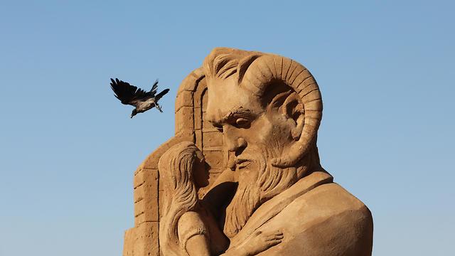 The Beauty and the Beast (Photo: EPA)