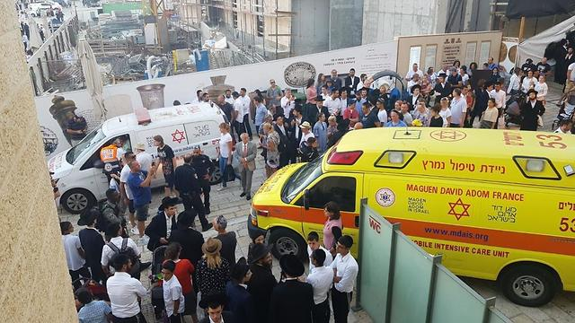The policeman being evacuated to a hospital (Photo: MDA)