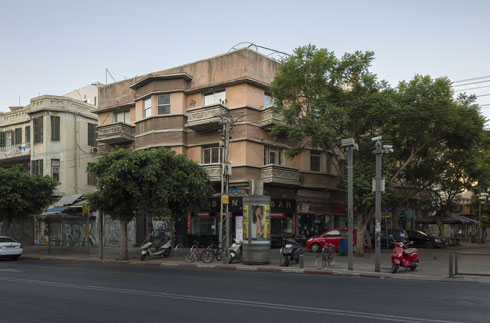 בית נתנאל בפינת אלנבי ורמב''ם. הסגנון האקלקטי נעלם, המודרני בא במקומו (צילום: אביתר הרשטיק)