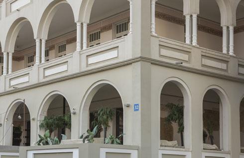 ההשראה ל''מלון בן נחום'' באה לו מבניינים בעיר הולדתו, אודסה (צילום: אביתר הרשטיק)