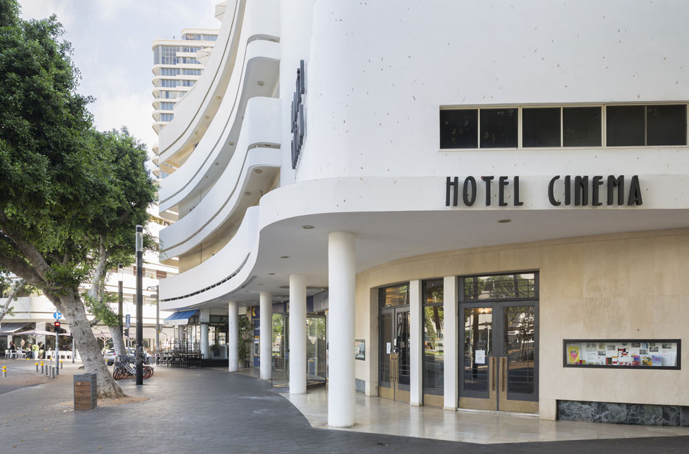 קולנוע ''אסתר'' היה אחד הגדולים בעיר. אחרי סגירתו, הסב אותו הנכד למלון ''סינמה'', ששומר על המורשת הקולנועית (צילום: אביתר הרשטיק)