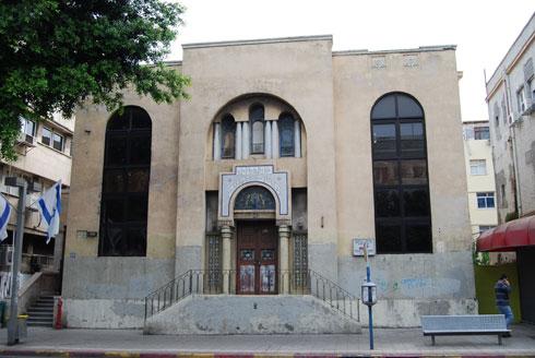 בית הכנסת המרהיב ''מושב זקנים''. סגור, מוזנח, לא מטופל (צילום: באדיבות רות ודר יואב חצרוני)