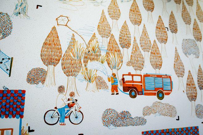 ציור נאיבי של מציאות קשה. החיים בקיבוץ כרמיה, ממש על גדר המערכת (צילום: באדיבות המרכז האקדמי ויצו חיפה)
