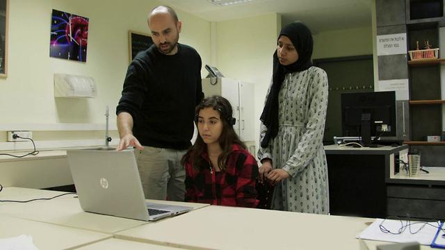 תלמידה ממכון דוידסון לחינוך מדעי (באדיבות מכון דוידסון לחינוך מדעי)
