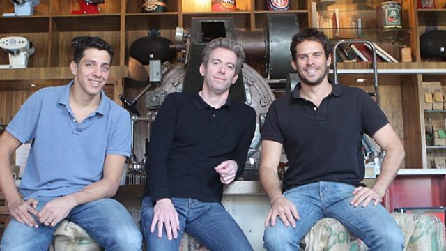 מימין: אורן מאור, עופר קורן וניר כספי, בעלי רשת בתי הקפה לנדוור (צילום: אוראל כהן)