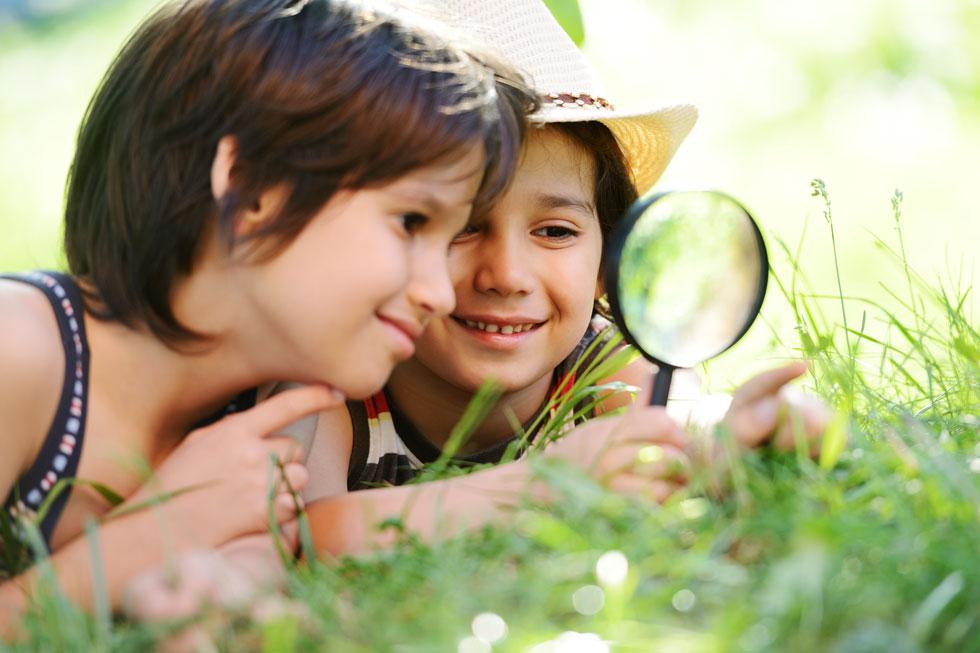 ניסויים מדעיים מעסיקים את הילדים ועל הדרך מלמדים אותם דבר או שניים (צילום: Shutterstock)