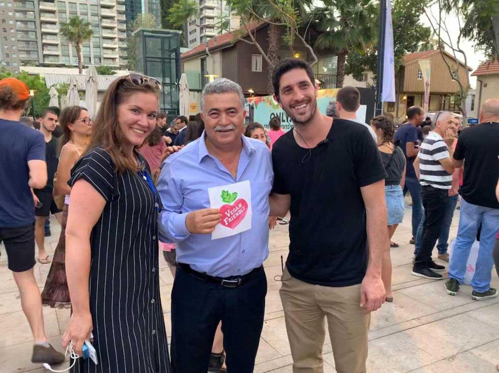 С Амиром Перецем на фестивале веганской еды. Фото: личный архив