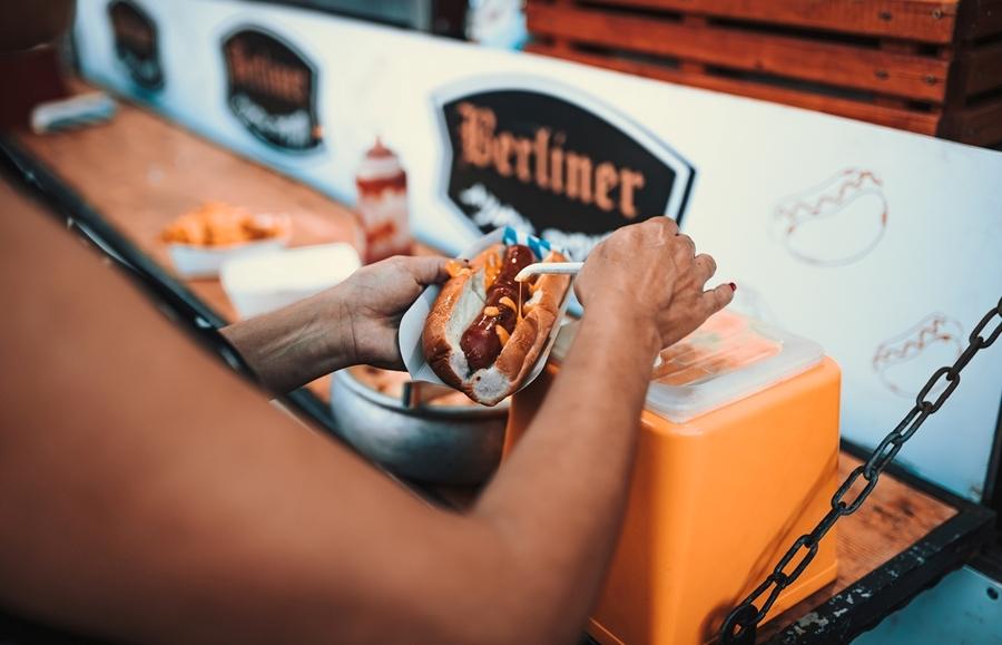На фестивале есть не только пиво, но и еда. Фото: Йоси Эргиль