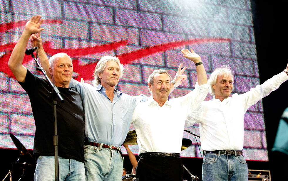 הפינק פלויד בהופעה בלונדון ב-2005. משמאל: דייוויד גילמור, רוג'ר ווטרס, ניק מייסון וריק רייט  (צילום: MJ Kim/GettyimagesIL)