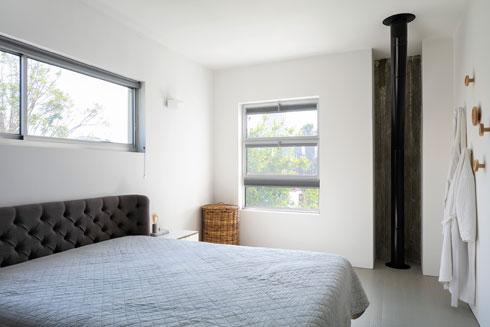 ארובת הקמין שבסלון עוברת דרך חדר השינה (צילום: עוזי פורת)