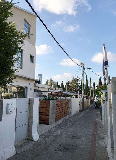 הרחוב. רוב הבתים ישנים ונמוכים, ואין מעבר למכוניות (צילום: מיכל בלאו)