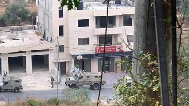 IDF raid in the village of Ein Arik