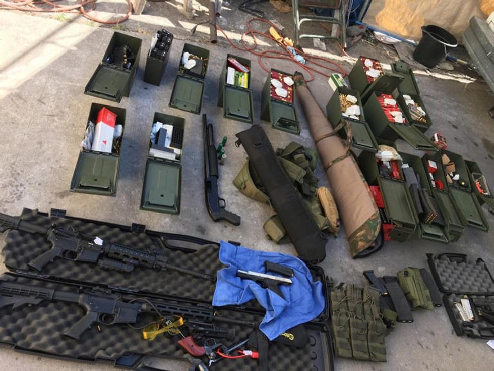 נשק שנתפס בלוס אנג'לס של גבר שאיים לבצע טבח ארה