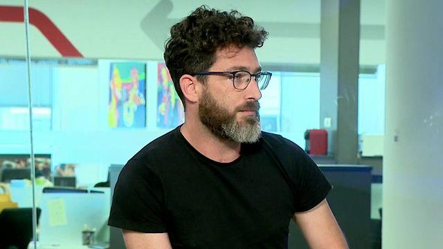 Yaron Edel in the Ynet studio (Photo: Shmulik Davidpur)