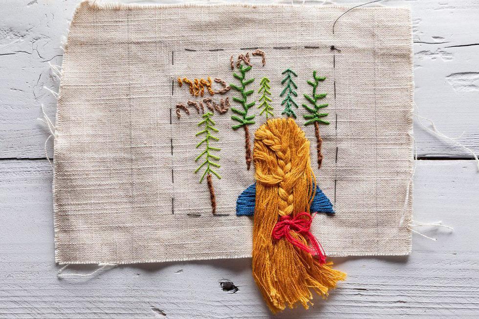 נשים רקמו רקמות יריעה לזכרה של אורי אנסבכר  (צילום: חנני הורביץ)
